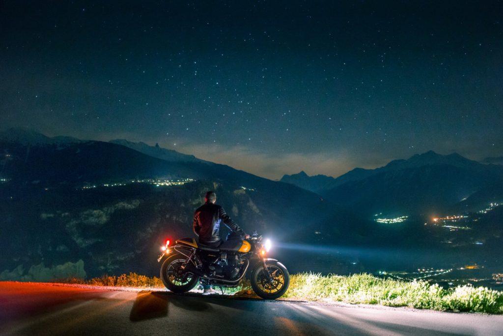 バイクと夜景